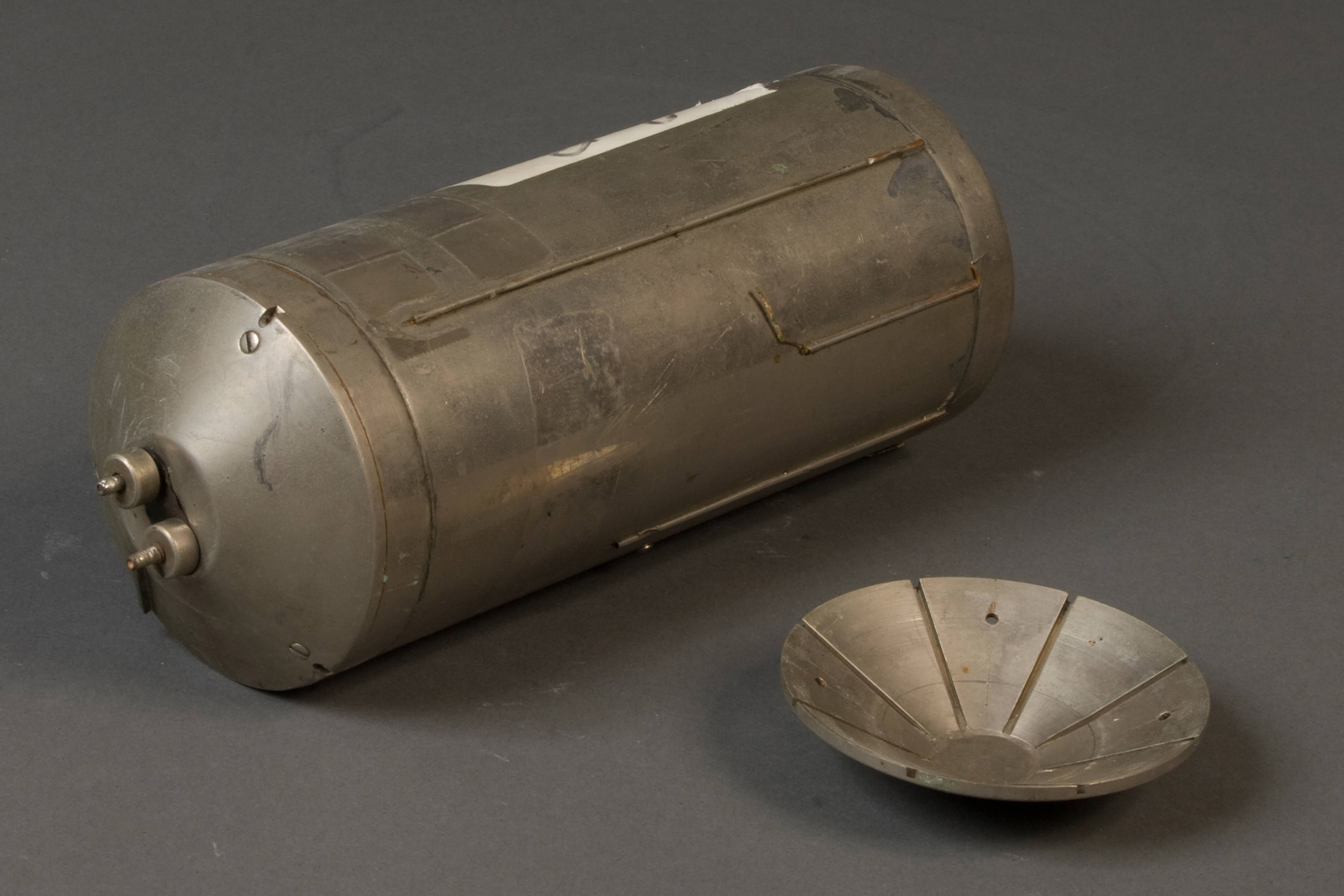 a silver colored metal cylinder with end caps
