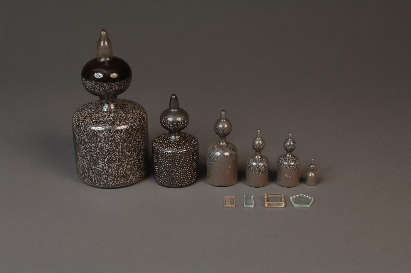 Set of 6 large weights filled with lead shot and 4 small weights made of glass