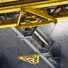 Photo of the TensileTruss platform that shows a horizontal iron bar with a platform hanging below it