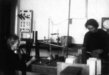 Marie Curie and her daughter Irène in their laboratory
