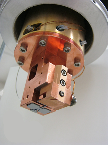 double-paddle oscillator in its mounting, seen from below