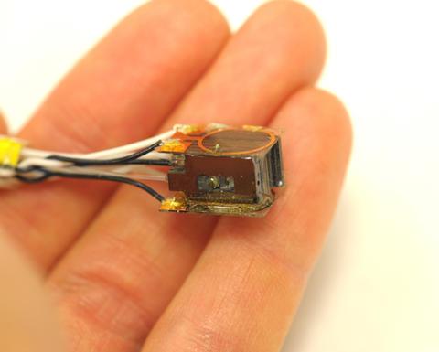 atom-based magnetic sensor