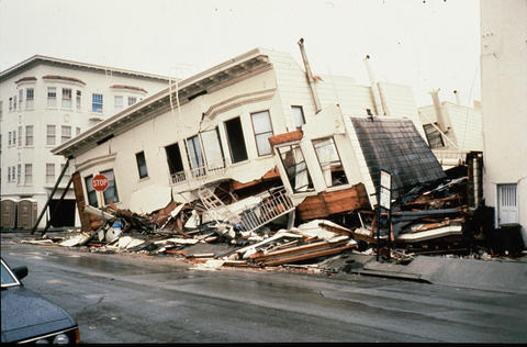Photo of a building damaged by the 1989 Loma Prieta, California, earthquake.