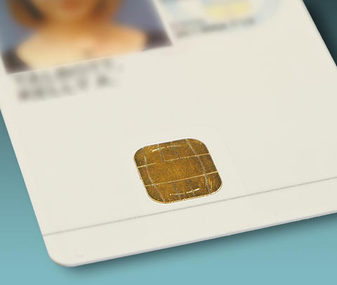 photo of the smart chip on a PIV card