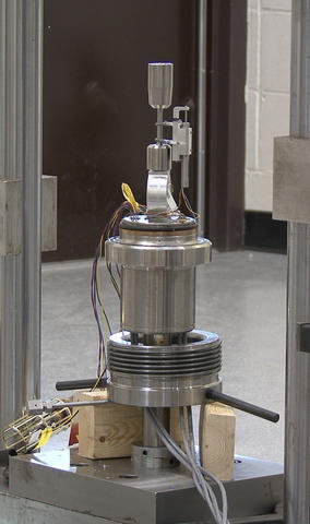 Photo of a new high-pressure hydrogen test chamber