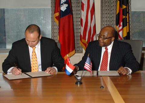 Willie May and Tjark Tjin-A-Tsoi sign an MOU