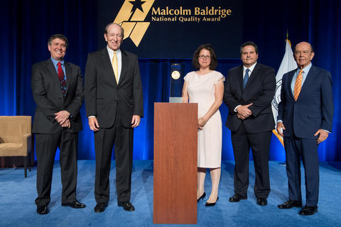 Photo of representatives from Momentum Group, DOC, NIST and the Baldrige Foundation