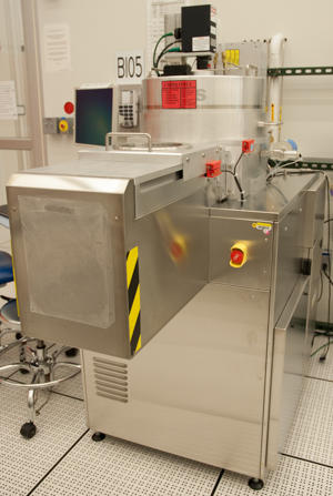Photograph of the Unaxis Shuttleline inductively coupled plasma etcher.