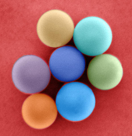 Colorized illustration of nanometer-scale glass beads with slightly different diameters.