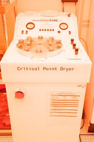 Photograph of the Tousimis Automegasamdri-916B Series C critical point dryer.
