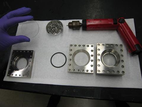 NSE demountable titanium cell.
