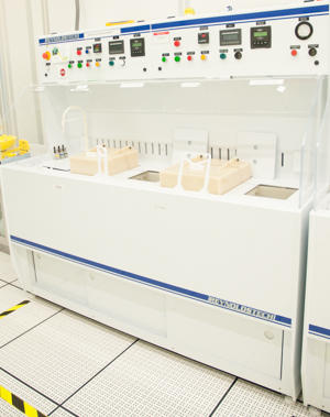 Photograph of the Reynolds Tech silicon etch wet bench.