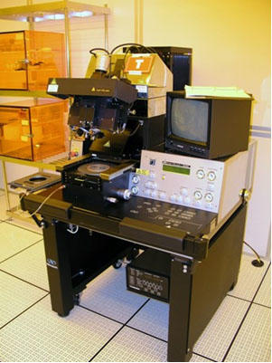 Photograph of the Suss MicroTec MA6/BA6 Contact Aligner System.