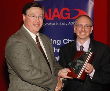 Howard Harary Accepts AIAG Chairman's Award