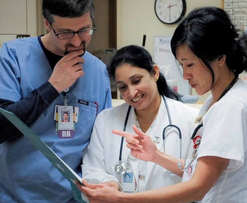 Advocate Good Samaritan Hospital photo of doctor and two nursed discussing patients chart.