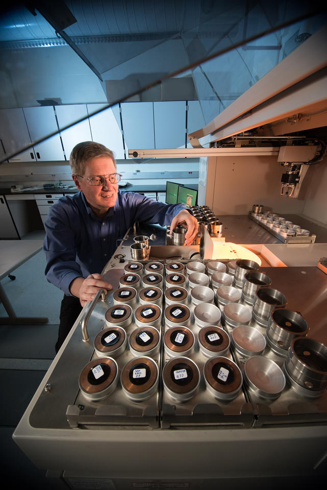 A photo of NIST researcher John Sieber in his lab.