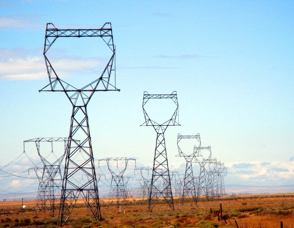 Picture of electricity transmission lines in Washington State