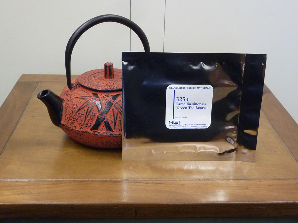 tea pot with SRM packet in front of it