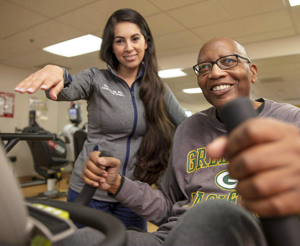 Adventist Health White Memorial employee working with a patient in Cardiac Rehab.